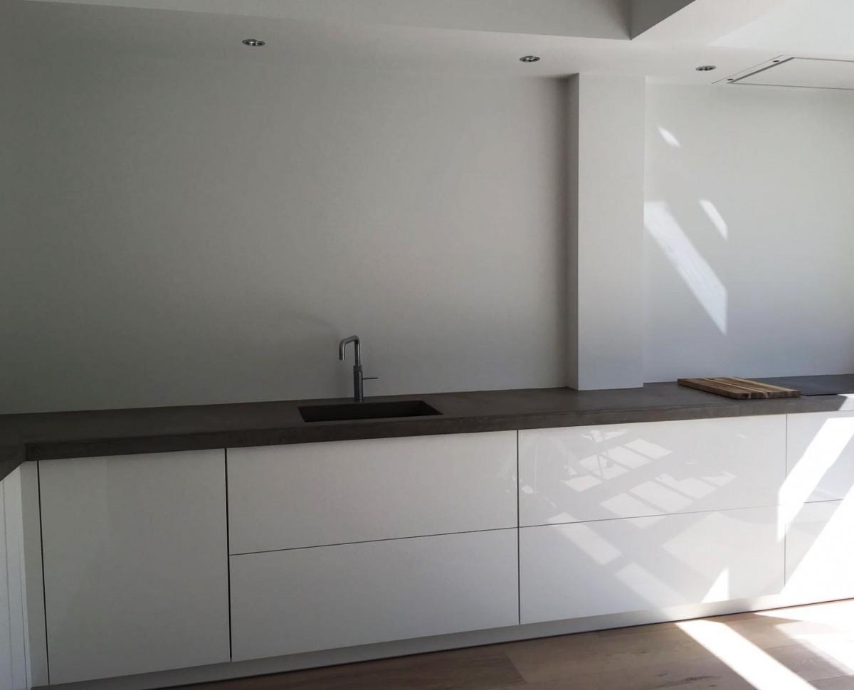 strakke keuken betonlook