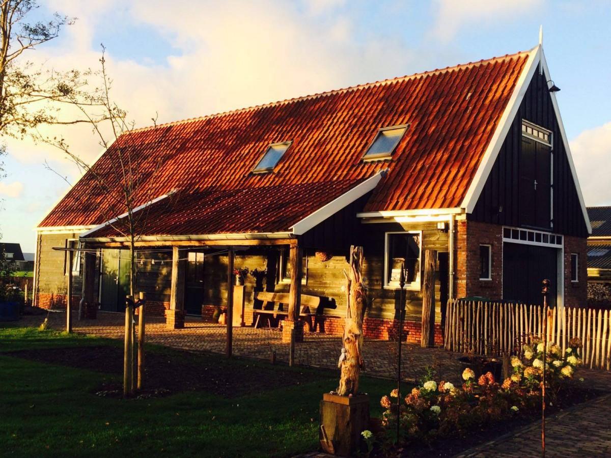 landelijke schuur met veranda